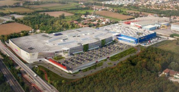 Il centro commerciale sostenibile Elnos Shopping di Brescia Roncadelle.